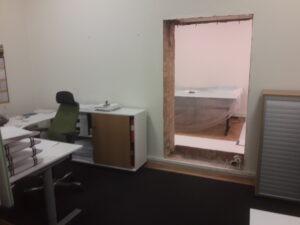 Nytt dörrhål i kontor